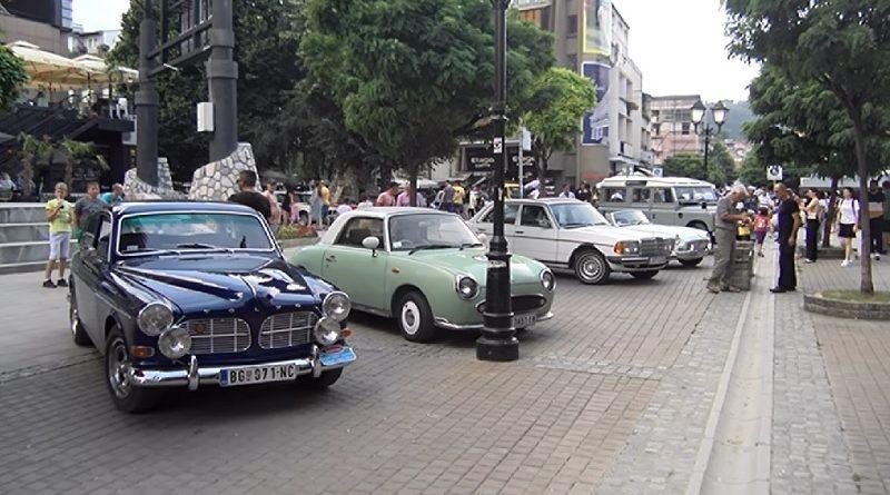 novopazarci-videli-izlozbu-starovremenskih-automobila