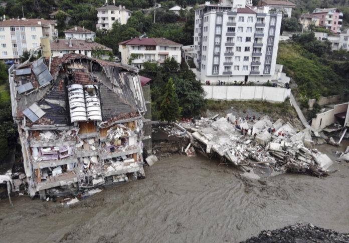 turska:-broj-stradalih-u-poplavama-porastao-na-44
