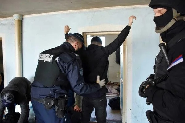 velika-akcija-policije-u-sjenici!-pretresi-na-preko-10-lokacija