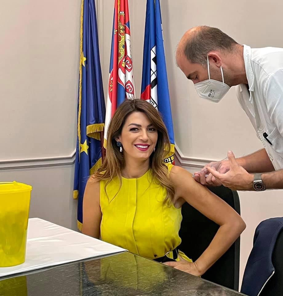ministarka-matic-primila-trecu-dozu-vakcine-protiv-korona-virusa