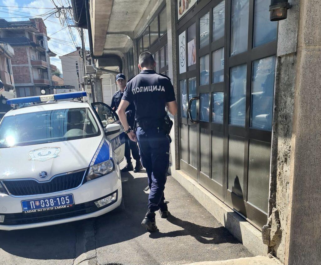 novi-pazar:-kuca-suspendovanog-policijskog-inspektora-obasuta-kamenjem