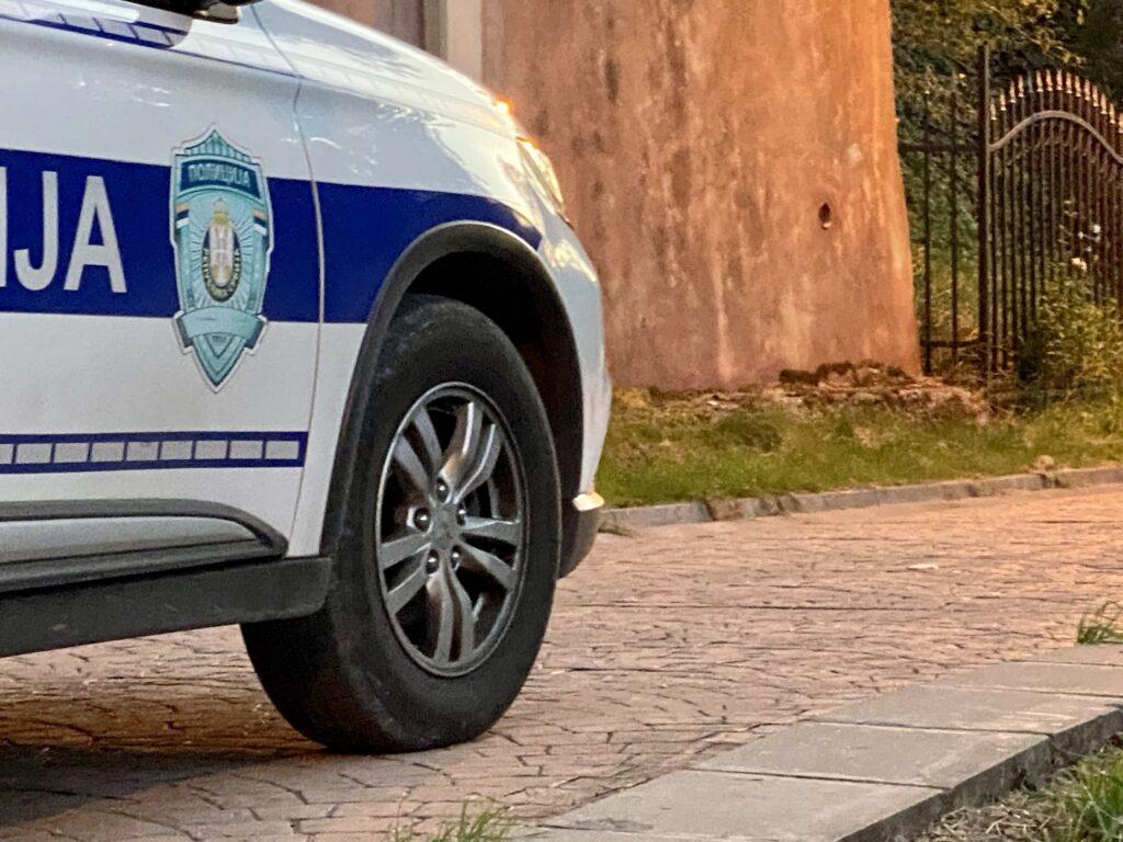 interventna-jedinica-novopazarske-policije-u-dve-akcije-pronasla-drogu-i-oruzje-(foto)