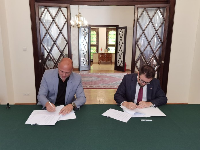 """kulundzic-potpisao-ugovor-sa-ambasadom-poljske-o-popoljsanju-uslova-u-os-""""bratstvo"""""""