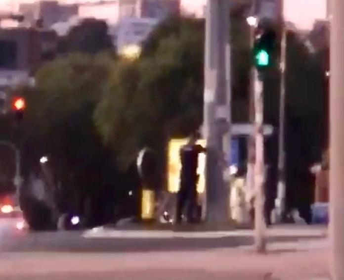haos-u-beogradu!-muskarac-se-puca-sa-policijom,-blokiran-grad