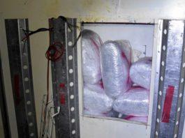 policija-kod-kraljeva-u-kamionu-pronasla-321-kilogram-marihuane-(foto)
